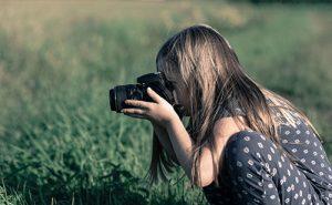 Cara Menghemat Baterai Kamera Saat Hunting Foto